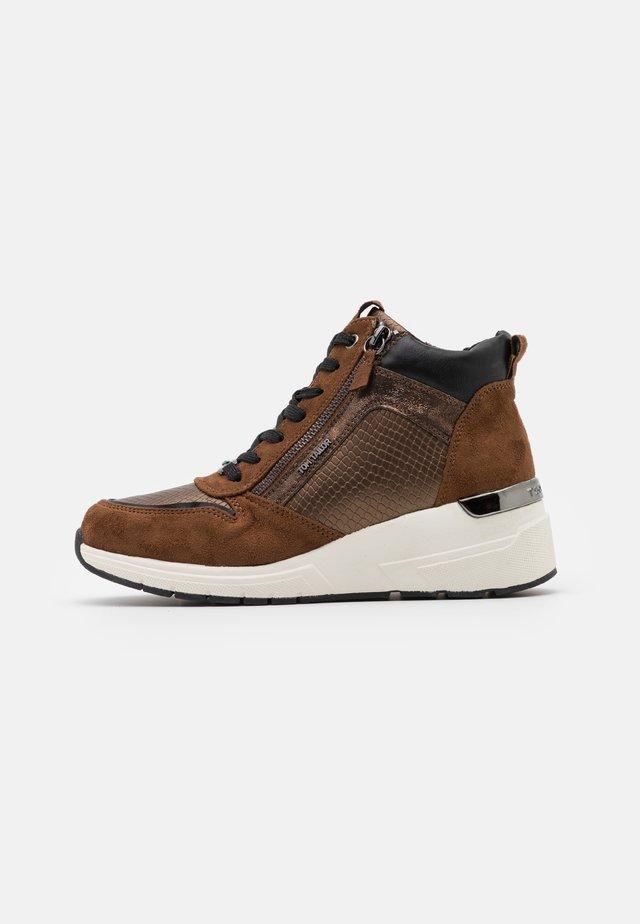 Zapatillas altas - brown