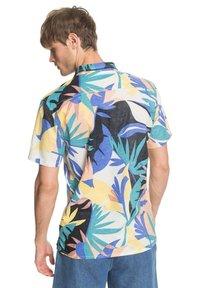 Quiksilver - TROPICAL - Shirt - snow white tropical flo - 2