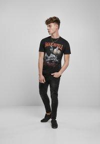 Mister Tee - Print T-shirt - black - 9