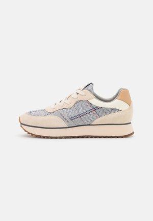 BEVINDA - Sneakers laag - beige/gray