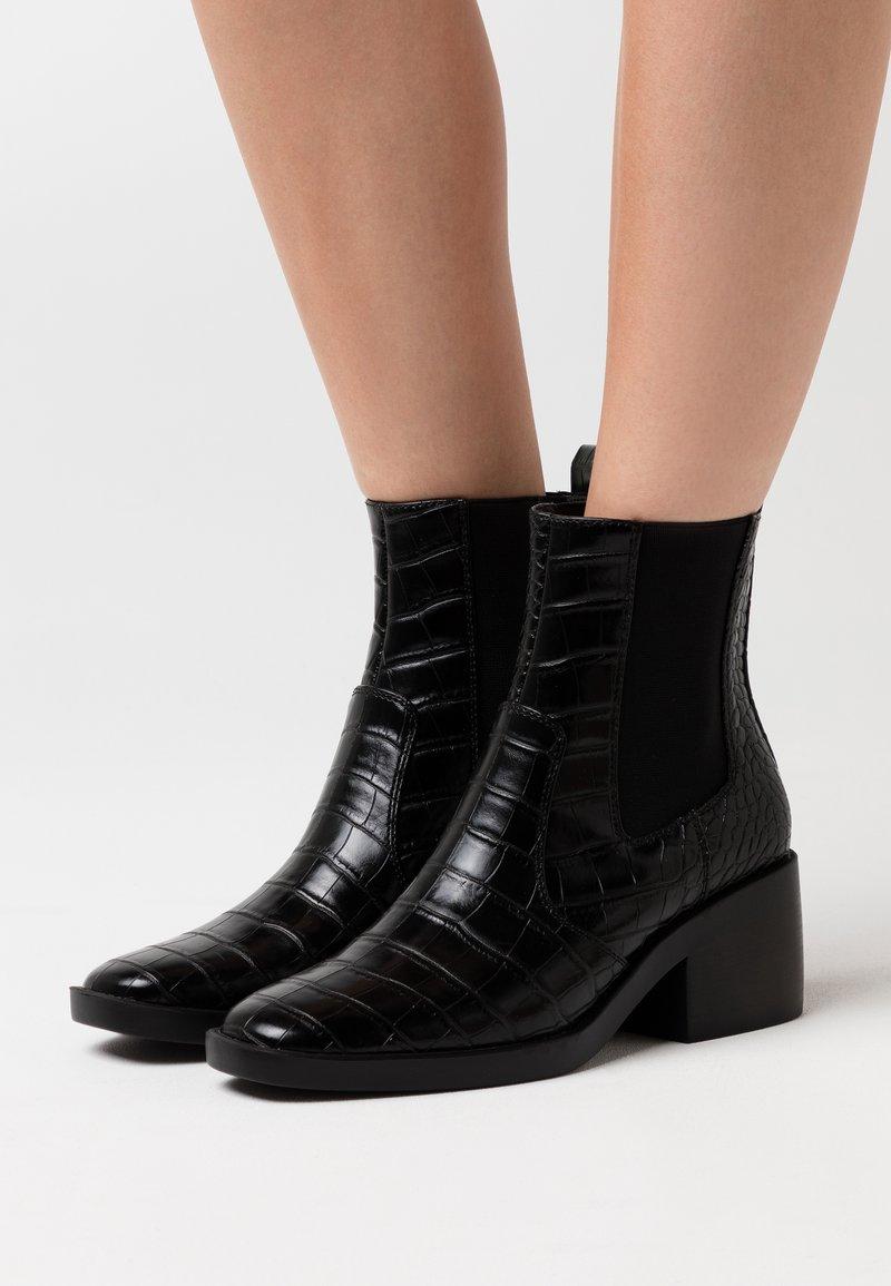 ONLY SHOES - ONLBLUSH STRUCTUR BOOT  - Støvletter - black