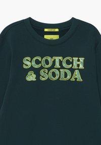 Scotch & Soda - CREWNECK MARBLE ARTWORK - Sweatshirt - nordic green - 2