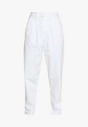 PLEATED BALLOON - Vaqueros boyfriend - white