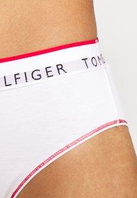 Tommy Hilfiger - RETRO CLASSICS - Alushousut - white - 5