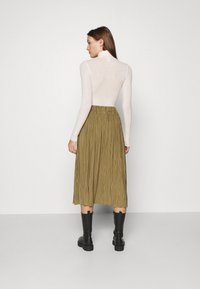 Samsøe Samsøe - UMA SKIRT - Pleated skirt - gothic olive
