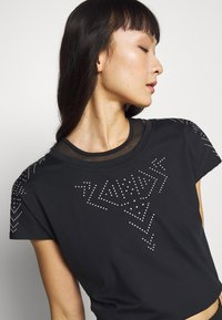 ONLY Play - ONPFIONA ATHL LOOSE TEE - Triko s potiskem - black/white - 3