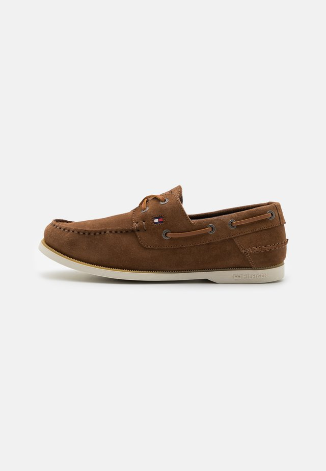 CLASSIC - Boat shoes - timber
