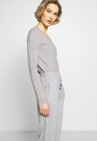 Repeat - TROUSER - Tracksuit bottoms - grey - 3