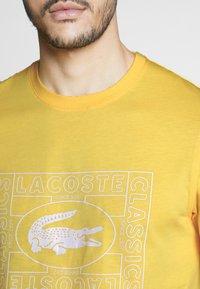 Lacoste - TH5097-00 - T-shirt print - yellow - 4