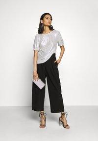 Dorothy Perkins - PUFF SLEEVE TEE - Print T-shirt - silver - 1
