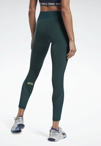Reebok - LES MILLS® LUX PERFORM LEGGINGS - Leggings - green - 2