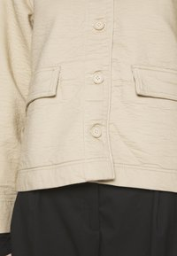 Weekday - EVE - Lehká bunda - medium beige - 6