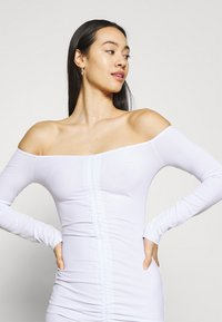 Missguided - RUCHED FRONT MINI - Robe en jersey - white - 3