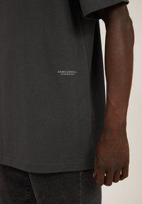 ARMEDANGELS - AALEX - Basic T-shirt - acid black - 3