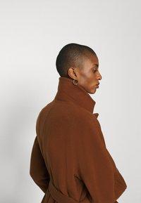 Marc O'Polo - COAT LONG WELT POCKETS BELT - Zimní kabát - chestnut brown - 3