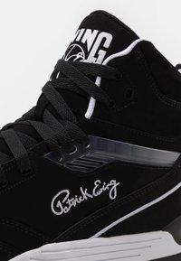 Ewing - CENTER WORN BY PATRICK IN 1991 SEASON - Baskets montantes - black/white - 5