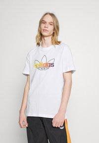 adidas Originals - GRAPHIC UNISEX - Print T-shirt - white/multicolor - 0