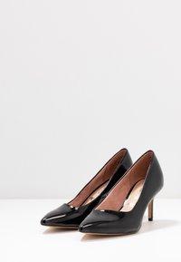 Tamaris - COURT SHOE - Classic heels - black - 4