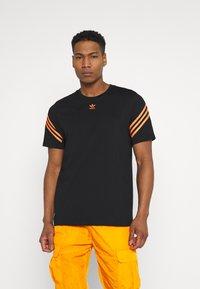 adidas Originals - TEE UNISEX - T-shirt con stampa - black - 0
