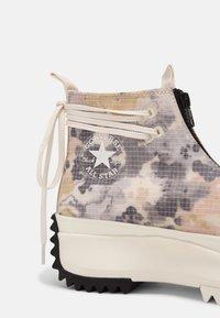 Converse - RUN STAR HIKE SUMMER FEST - Baskets montantes - egret/white/black - 7
