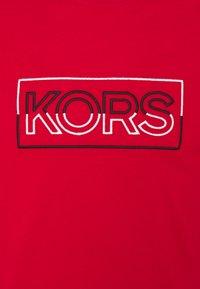 Michael Kors - BOX TEE - T-shirt con stampa - crimson - 2