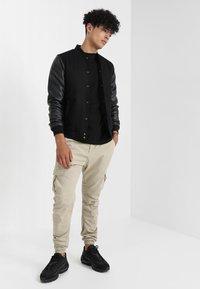 Urban Classics - JOGGING PANT - Cargo trousers - sand - 1