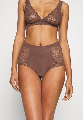 Braguitas - brown dark