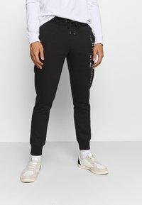 Tommy Hilfiger - BASIC BRANDED  - Teplákové kalhoty - jet black - 0