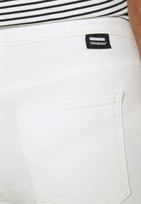 Dr.Denim - MACY - Flared jeans - off white - 3