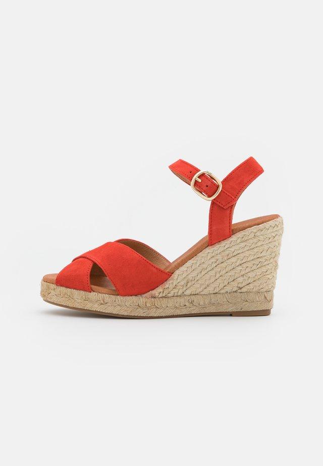 Sandales à plateforme - coquelicot