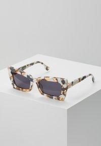 Le Specs - ZAAP - Sunglasses - smoke mono - 0