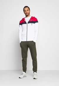 Jack & Jones - JJSHAKE ZIP HOOD - Zip-up hoodie - white - 1