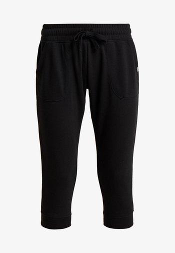 CROPPED GYM TRACKPANT - Pantalón 3/4 de deporte - black