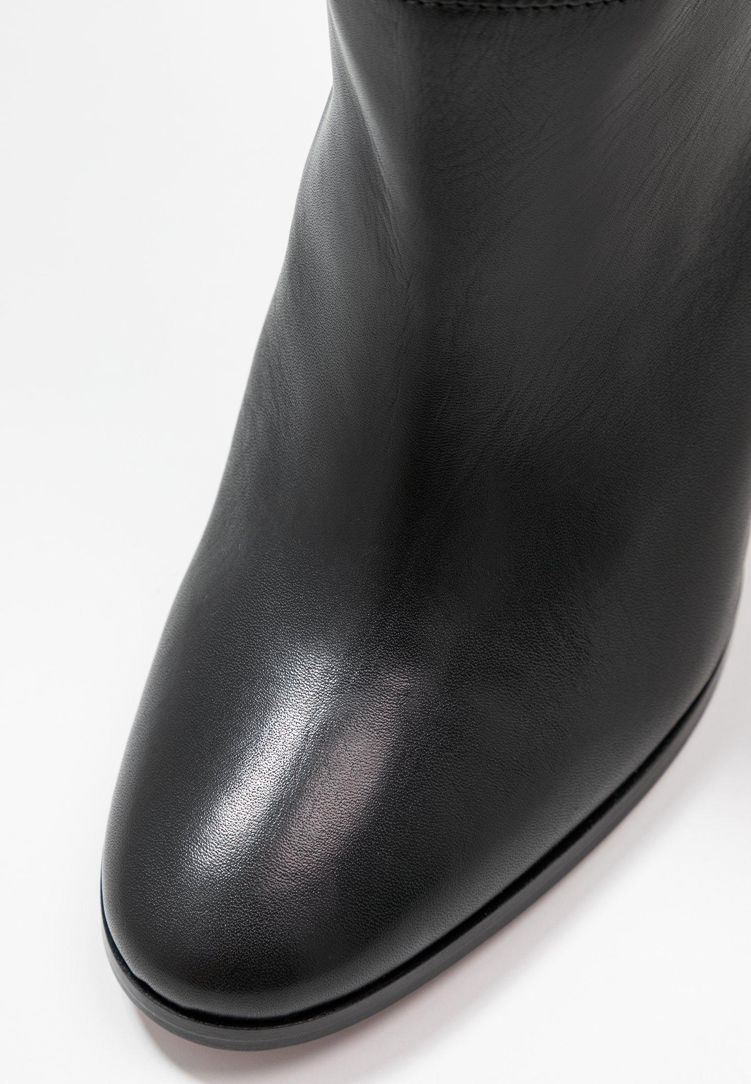 TRICONTA Klassiska stövlar black