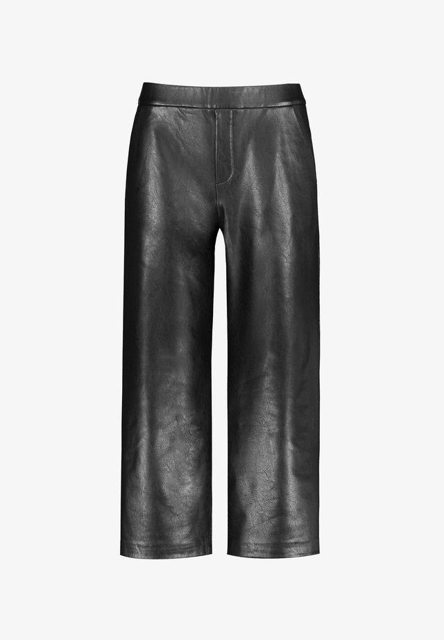 FREIZEIT VERKÜRZT CULOTTE IN LEDER-OPTIK - Trousers - black