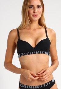 Calvin Klein Underwear - Sujetador sin tirantes/multiescote - black - 0