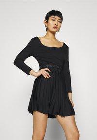 Calvin Klein Jeans - LOGO WAISTBAND PLEATED DRESS - Jersey dress - black - 3