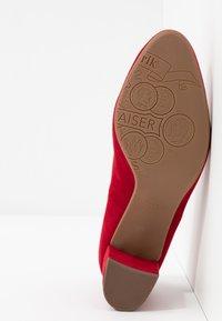 Peter Kaiser Wide Fit - WIDE FIT WINA - Classic heels - lipstick - 6