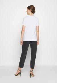 Diesel - T-SILY-K1 - T-shirt imprimé - white - 2
