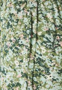 Marc O'Polo DENIM - PANTS WIDE LEG BELT - Kalhoty - multi/fresh herb - 2