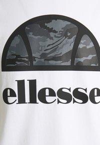 Ellesse - ALTA VIA TEE - Print T-shirt - white - 2