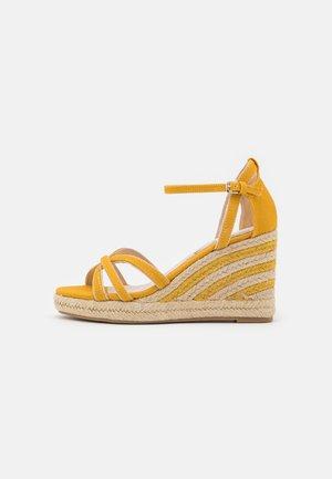LOUISA - Platform sandals - tex mostaza
