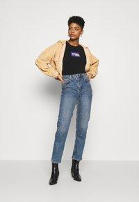 Tommy Jeans - GRADIENT LOGO TEE - Print T-shirt - black - 1