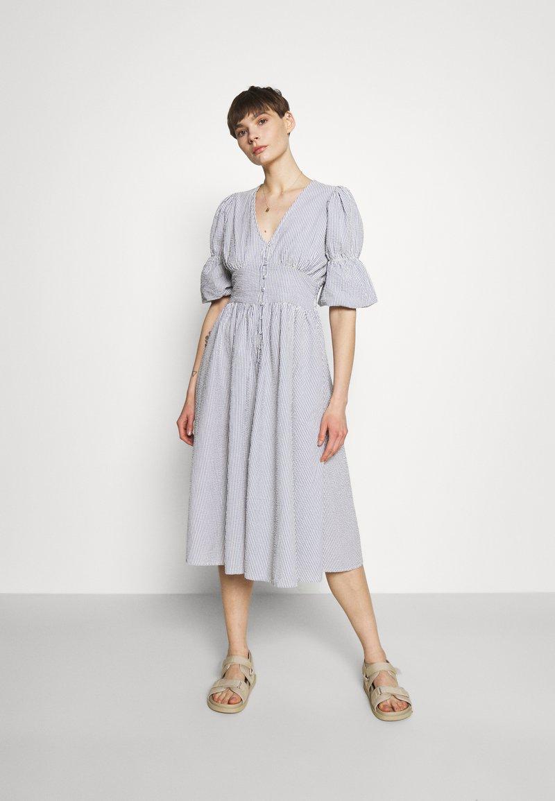 YAS - YASCAMA MIDI DRESS - Shirt dress - dusk blue