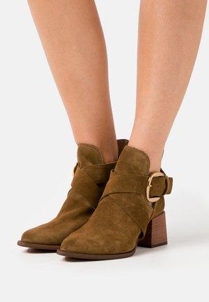LEA - Ankelstøvler - khaki