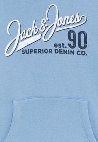 Jack & Jones Junior - JJELOGO - Hættetrøjer - faded denim - 2