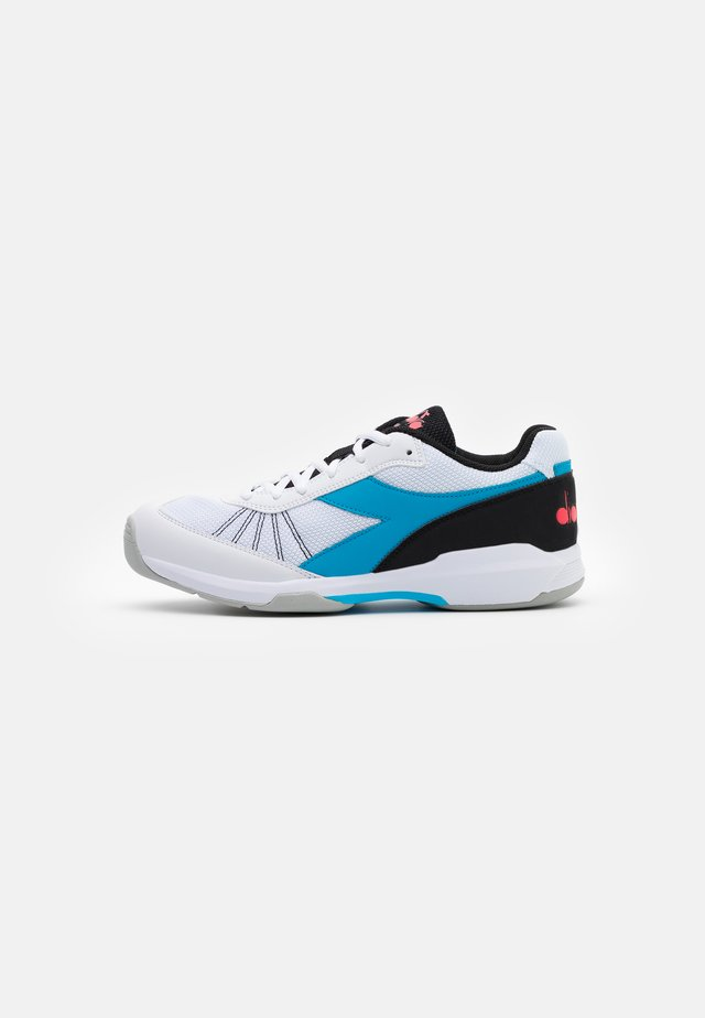 S.CHALLENGE 3 CARPET - Carpet court tennis shoes - white/blue fluo