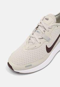 Nike Sportswear - NIKE REPOSTO - Sneakers - bone/mahogany/college grey/purple - 4