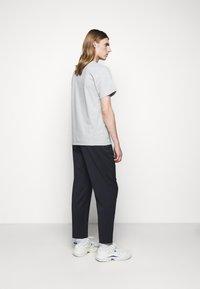 forét - EASE - Print T-shirt - light grey melange - 2