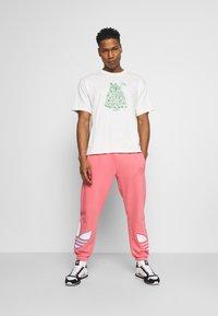 adidas Originals - STAN UNITE TEE UNISEX - T-shirt con stampa - off-white - 1